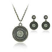 Dreamlike Ladies Pearl Necklace and Earrings Jewelry Set (50 cm)