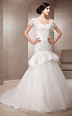 Trumpet/Mermaid Sweetheart Court Train Lace And Tulle Wedding Dress