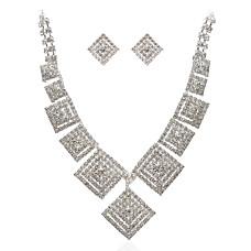اناقه هذا الصيفما رأيك بالحروف العربية حين تزين المجوهرات؟تألقي مع